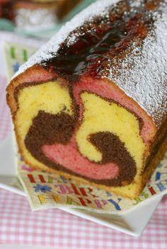 1. Se dă drumul la cuptor la o temperatură de 120° C şi se pregăteşte tava cu hârtie specială pentru copt. 2. Într-un bol se pune untul care a stat la temperatura camerei şi se amestecă cu zahărul pudră şi cu zahărul vanilat până se obţine o cremă. După ce aţi obţinut crema de unt, … Romanian Desserts, Romanian Food, Dessert Decoration, Colorful Cakes, Pastry Cake, Sweet Bread, I Foods, Sweet Recipes, Food And Drink