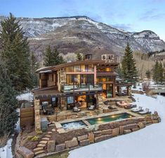mountain homes Anyone would love spending the winter warm inside this spectacular Colorado home. credit to: (Listing by Tye Stockton) # Colorado Mountain Homes, Colorado Homes, Vail Colorado, Vail Mountain, Mountain Home Exterior, Modern Mountain Home, Mansions Homes, Luxury Mansions, Mega Mansions