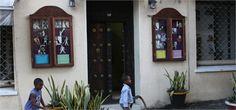 La casa di Freddie Mercury, nato nell'isola nel 1946 e diventata meta di migliaia di turisti!