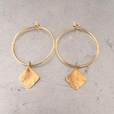 Beautiful and simple golden brass hoops Geometric Jewelry, Gold Hoops, Geometric Shapes, Delicate, Brass, Drop Earrings, Jewellery, Diamond, Simple
