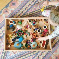 Loose parts play: Setting up a tinker tray – Frida Be Mighty Toddler Learning Activities, Play Based Learning, Montessori Activities, Learning Through Play, Infant Activities, Preschool Activities, Preschool Centers, Preschool Curriculum, Reggio Inspired Classrooms
