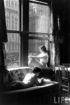 electronicsquid: Is it warm enough to open the windows yet? (Nina Leen. 1957?)