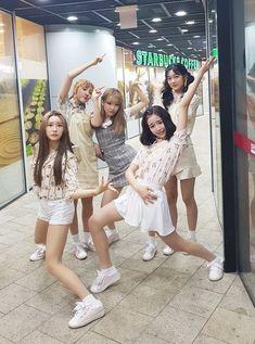 Ulzzang Ulzzang Girl Fashion, Ulzzang Korean Girl, Bff Girls, Girls Best Friend, Bff Poses, Squad Pictures, Korean Best Friends, Korean Girl Photo, Girl Friendship