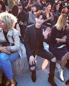 Lee Jong Suk ❤❤ attended the Saint Laurent 2018 SS collection fashion show for Paris Fashion Week Lee Jong Suk Cute, Lee Jung Suk, Kang Chul, Doctor Stranger, Han Hyo Joo, Cute Actors, Kdrama Actors, Seoul Fashion, Paris Fashion
