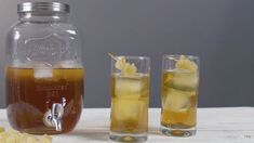 This Ginger Iced Tea cocktail is topped off with moscato. You can make this big batch cocktail ahead of time for your next party or event. Iced Tea Cocktails, Wine Cocktails, Red Wine Decanter, Bright Cellars, Bowl Recipe, Moscato Wine, Fall Breakfast, Ginger Beer, Iced Tea
