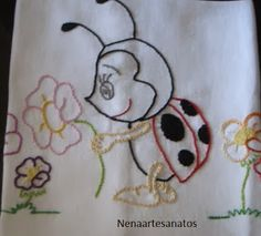 Nenaartesanatos: Janeiro 2014 Baby Embroidery, Simple Embroidery, Embroidery Patterns, Cute Bee, Crochet Baby, Needlework, Diy And Crafts, Quilts, Sewing