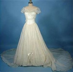 Pretty vintage wedding dress
