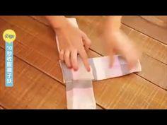 Tenere in ordine il cassetto dei calzini sembra a volte un'impresa impossibile. Ecco il modo per piegarli senza che occupino troppo spazio nel cassetto.