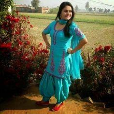 Desi beautiful Indian hot housewife in saree photos | desi ...