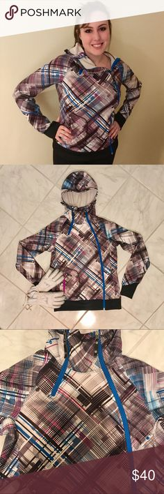 NWOT North Face zip up Perfect for snowboarding! This all weather jacket is great to wear on the slopes or the casual outdoors 🌿 the statement plaid with with electric blue detail are fashion forward and sure to catch the eye of everyone❤️ only worn and washed once! Women's size M The North Face Tops Sweatshirts & Hoodies