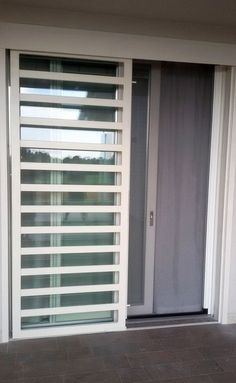 inferriate di sicurezza - Ferrodesign milano Home Window Grill Design, Door And Window Design, Home Door Design, Balcony Grill Design, Grill Door Design, Door Gate Design, House Gate Design, House Front Design, Railing Design