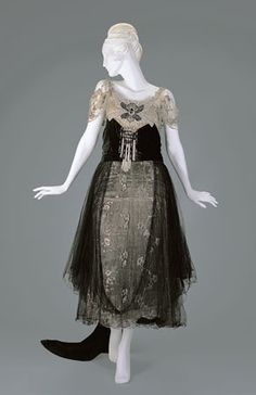 Out of the corner of my eye, I keep seeing this as Aurora's forest dress from the animated Disney movie of Sleeping Beauty...  Evening Dress, circa 1916