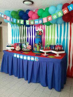 Cumpleaños hecho con amor por mamá y papá (mesa de la torta)
