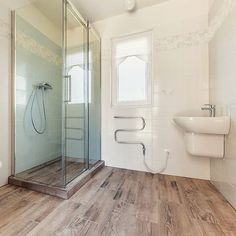 Koupelna na prani zakaznika  #Easyhomes #bydleni #drevostavba #koupelna #sprcha #bungalow #interier #domov #design #architekt #doma #dum #obklad #plzen #ceskarepublika #orange #bathroom #pavement #shower #interior #czech #czechrepublic #pilsen #containerhouse #prefab by easyhomes.cz
