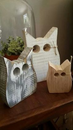 Stroopsoet Kinder Kamer Décor is a small business full of love, inspiration and passion! Fall Wood Crafts, Owl Crafts, Wooden Crafts, Small Wood Projects, Scrap Wood Projects, Diy Furniture Table, Wooden Owl, Pallet Art, Wood Creations