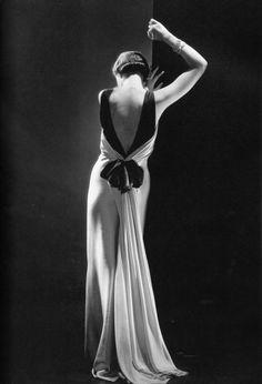 1930s gown. (Source: vintagechampagnefever)  Toto Koopman,evening dress by Augustabernhard, Paris taken by George Hoyningen-Huene supervised and print by Horst P. Horst, 1933