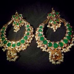 Emerald and pearl India Jewelry, Ear Jewelry, Temple Jewellery, Jewelry Art, Antique Jewelry, Gold Jewelry, Jewelery, Fashion Jewelry, Jewelry Design