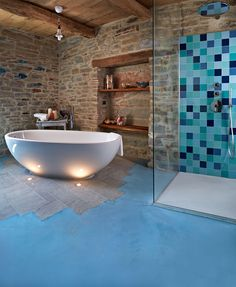 Micro-topping Ocean bleu www. Bathtub, Ocean, Bathroom, Home, Style, Tips, Cement, Photos, Blue