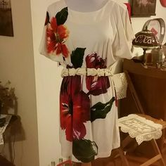 Cute little Dress in Medium Forever 21 Dress in Medium...Belt included. ...minor pilling....see pics for details...95% polyester 5% spandex Forever 21 Dresses