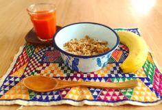 ▼▽▼▽▼▽ Colors makes me ☻ * 朝ごはん。 色があるとちょっとココロ弾む。 ペイントが飛んだホーロー皿もいい感じ☝︎ こちらは、チーク材のスプーンとセットにして ストアで取扱開始しました。 . . #thailand #zakka #antique #enamel #colorful #kitsch #breakfast #enamellovers #雑貨 #琺瑯 #ホーロー #カラフル #レトロ #アンティーク #キッチュ #朝ごはん #琺瑯マニア
