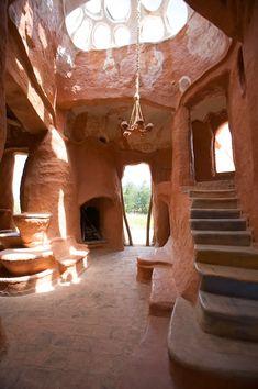 Casa é cerâmica gigante
