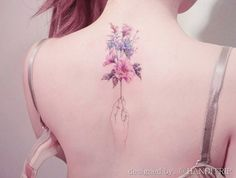 Picture perfect floral bouquet on back by Handitrip
