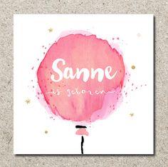 Een origineel vierkant geboortekaartje voor een meisje met watercolour effect! Uniek babykaartje met waterverf look, snippers en dots met het hippe brush script.