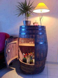 Bar in a whiskey barrel whiskey barrel table, wine barrel bar, whiskey barrels, Vin Palette, Woman Cave, Man Room, Home Projects, Diy Furniture, Barrel Furniture, Man Cave Furniture, Furniture Design, Industrial Furniture