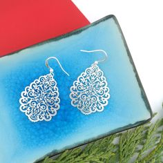 LAVISHY designs & wholesale original & beautiful applique bags, wallets, pouches & accessories for gift shop/boutique buyers in USA, Canada & worldwide. Gift Shops, Clothing Boutiques, Filigree Earrings, Makeup Pouch, Sunglasses Case, Online Shopping, Plating, Coin Purse, Fashion Accessories