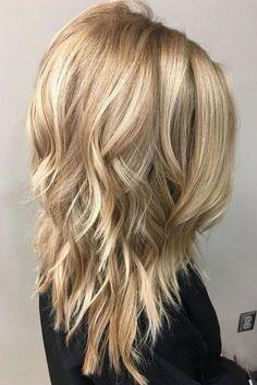 Spaß und schmeichelnde mittlere Frisuren für dickes Haar, Frauen schulterlanger Haarschnitt