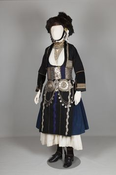 Bridal costume of Alexandria (Yidas), Imathia, Macedonia Early century ©Peloponnesian Folklore Foundation, Nafplion, Greece This bridal costume was worn in about fifty villages in the plain of. Greek Traditional Dress, Traditional Outfits, Europe Fashion, Fashion History, Historical Costume, Historical Clothing, Kai, Greek Culture, Montenegro