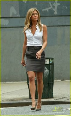 I love her! she is rockin that summer business attire!
