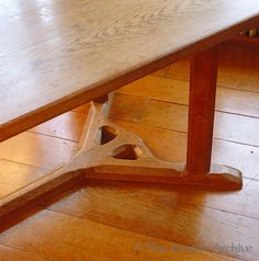 A detail of the legs and base of an Arts and Crafts dining table custom-designed by Ernest Barnsley for Rodmarton Manor Arts And Crafts Interiors, Single Bedroom, Barnsley, Custom Design, Dining Table, Carving, Base, Legs, Detail