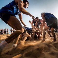 [Série : BAZEILLES' GAMES 2/6] Lundi 31 août la plage de Montabo en #Guyane a accueilli les fêtes de #Bazeilles au lever du soleil. Tous les marsouins et bigors du 9e régiment dinfanterie de marine (9e RIMa) se sont rassemblés pour saffronter sur le sable cayennais. Au programme : #footing tir à la corde relais brancard tournoi des  sumos ... Lesprit sportif était au rendez-vous et chaque équipe a donné de la voix pour supporter ses #combattants. A travers cette #compétition les #marsouins…