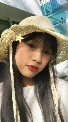 💋 Japonese Girl, Cool Girl, Bucket Hat, Hats, Flowers, Fashion, Moda, Bob, Hat