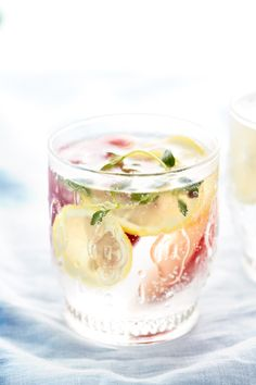 Long week? Treat yo'self instantly with this Peach Thyme Spa Water.
