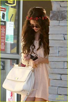 Selena Gomez: Lunch After Baby Sister's Birth | selena gomez lunch baby sister 09 - Photo