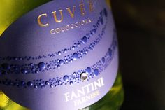 Fresh taste, elegant bubbles, and the charm of an authentic SWAROVSKI crystal wrapped in a stunning package. An elegant gift for any occasion. Cuvée Cococciola.#Farnesevini, #vino, #wine, #vin, #vinoitaliano, #italianwine, #vinitalien, #Farnese, #cococciola,  #sparkling, #sparklingwine, #swarovski, #christmasgift, #chrisrmas, #winelover, #fantini, #vinifantini