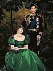 Formal Engagement Portrait of Prince Charles and Lady Diana Spencer love the green, Diana never wore it much, maybe the Queen chose it as she loves green and so did Queen Victoria Charles And Diana, William Kate, Prince Charles, King Charles, Royal Princess, Prince And Princess, Norfolk, Reine Victoria, Eugenie Of York