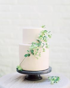 a blush minimalist wedding cake decorated with a greenery branch will work right for a summer Scandinavian wedding Floral Wedding Cakes, Elegant Wedding Cakes, Wedding Cake Designs, Wedding Cake Decorations, Wedding Desserts, Wedding Cake Toppers, Scandinavian Wedding, Wedding Cake Inspiration, Wedding Ideas