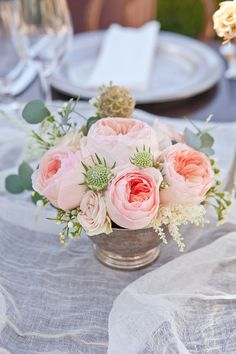 Wedding by Bash, Please + Charley Star sigh.my wedding is going to have delicate centerpieces, just like this.my wedding is going to have delicate centerpieces, just like this. Rose Centerpieces, Centerpiece Wedding, Centrepieces, Blush Centerpiece, Graduation Centerpiece, Quinceanera Centerpieces, Floral Wedding, Wedding Flowers, Deco Floral