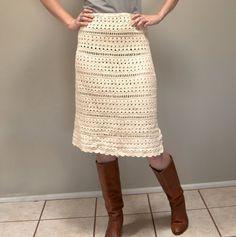 crochet skirt...... I don't see very many crochet clothes that I like ..... but this skirt sssssssoooooooo cute !!!!!!