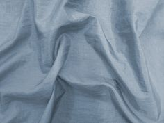 Hightech (Estrela). Tecido leve, com brilho acetinado, superfície com suave efeito de amassado. Ideal para looks festa.  Sugestão para confeccionar: vestidos de festa, saias, blusas, entre outros.