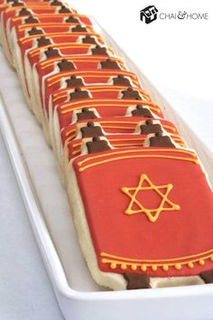 Cookies in the shape of the Torah for Simchat Torah and other Jewish occasions. Jewish Cookies, Hannukah Cookies, Christmas Cookies, Bat Mitzvah Party, Bar Mitzvah, Simchat Torah, Feast Of Tabernacles, Jewish Crafts, High Holidays