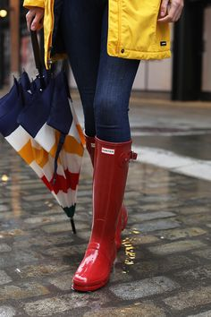 Blair Eadie in Hunter Original Tall Gloss Boot - Military Red on www.the-atlantic-pacific.com