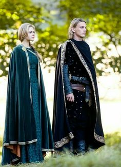 Tamsin Egerton & Jamie Campbell Bower in 'Camelot' Source by susettemeier clothes ideas Medieval Costume, Medieval Dress, Medieval Outfits, Medieval Fashion, Medieval Clothing, Historical Costume, Historical Clothing, Historical Photos, Costume Roi