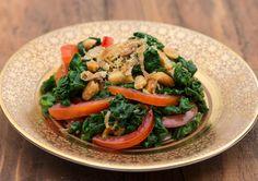 Tomatensalat mit grünem Spinat -  - Zu finden auf: https://asiastreetfood.com/rezepte/tomatensalat-mit-gruenem-spinat/