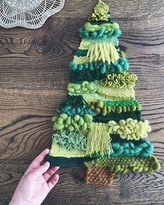 Вы взорвали мне Директ этой альтернативной елкой 🎄😍 Спасибо!🙏🏻Давно такого не было. И мне ОЧЕНЬ ПРИЯТНО 😊😌 Вы тоже чувствуете этот дух… Weaving Wall Hanging, Weaving Art, Loom Weaving, Tapestry Weaving, Hand Weaving, Christmas Crafts, Christmas Ornaments, Christmas Tree, Spinning Yarn