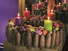 Tannenzapfen-Adventskranz in Lila Tannenzapfen-Adventskra. Tannenzapfen-Adventskranz in Lila Tannenzapfen-Adventskranz in Lila Spring Wedding Decorations, Spring Wedding Flowers, Christmas Decorations To Make, Christmas Diy, Christmas Wreaths, Xmas, Advent Candles, Wood Wick Candles, Diy Candles