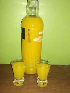 Nalewka pomarańczowa Vodka Bottle, Water Bottle, Veg Dishes, Irish Cream, Dessert Drinks, Diy And Crafts, Drinking, Food And Drink, Cocktails